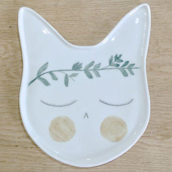 画像1: Kat's Création 月桂樹のリースを冠ったネコのプレート/RIO (1)